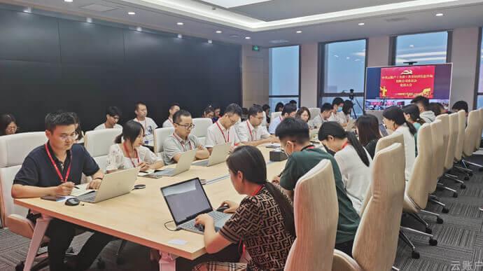 """2020年7月,经天津高新区""""两新""""组织党委批准,成立云账户党委,开启党建工作新篇章。"""