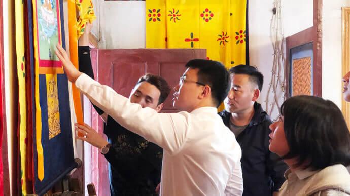 2020年8月,云账户团队调研西藏昌都曲雄泽仁唐卡工作室,考察唐卡制作工艺及消费市场。